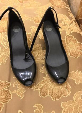 Резиновые туфли melissa
