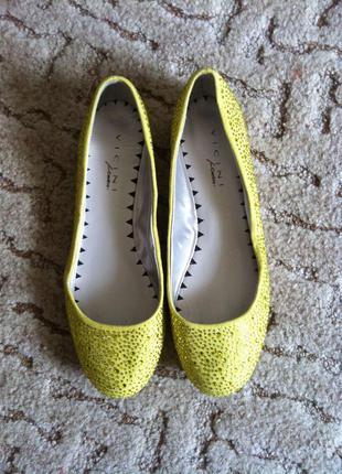 Туфли балетки желтого цвета vicini