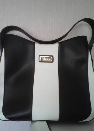 Красивая новая женская сумка