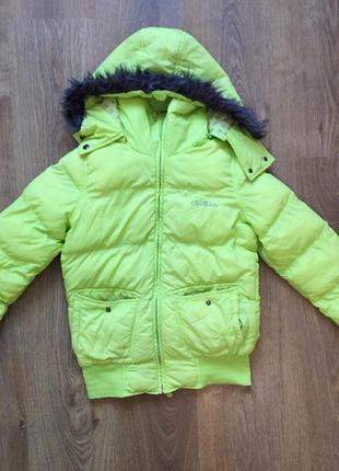 Дуже крута та яскрава курточка) є недоліки пишіть відповім які, в ціну враховані)