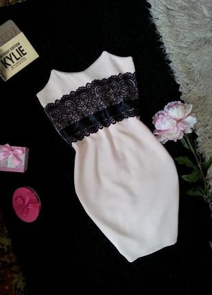 Пудровое неопреновое платье с красивым кружевом m-l
