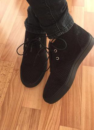 (39 р.) замшевые слипоны на шнурках. черные слипоны на шнурках