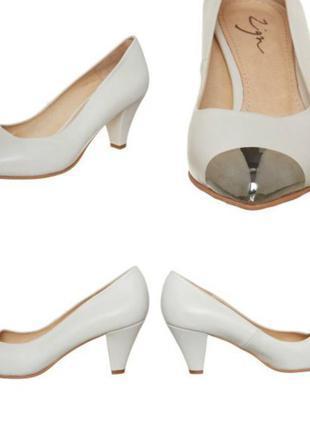 Белые свадебные туфли от zign