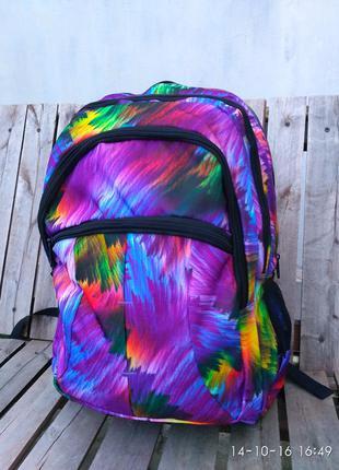 Красивый разноцветный рюкзак