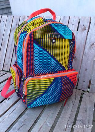 Красивый стильный рюкзак