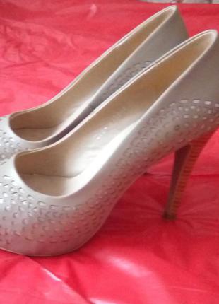 Туфли бежевые 37 размер