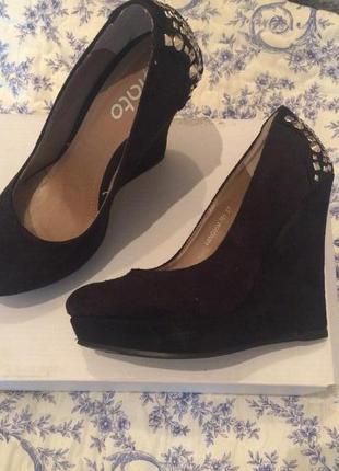 Новые чёрные туфли на платформе