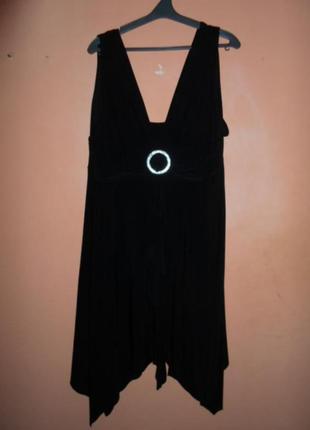 Красивое черное платье essence