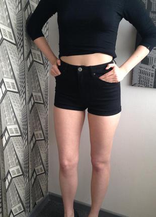 Короткие шорты на высокой талии