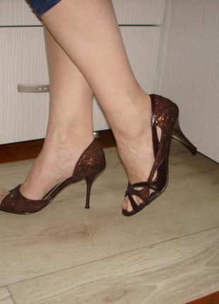 Изящные красивые туфельки ellenka
