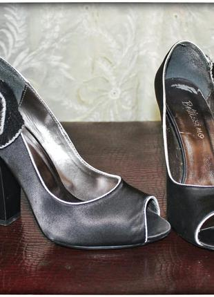 Текстильные туфли на толстом каблуке с аппликацией цветов,р.36