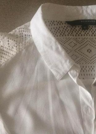 Белая блуза с кружевными вставками