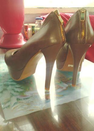 Туфли модные на шпильке