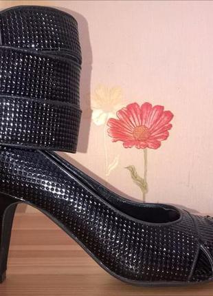 Туфли-босоножки carlo pazolini.
