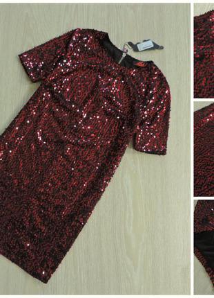 Красное платье в паетках