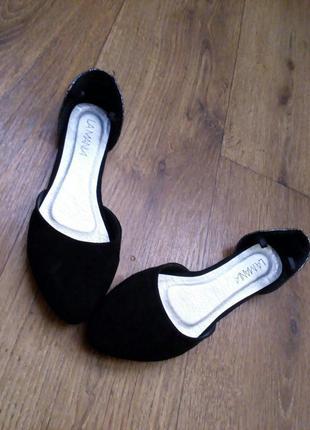 Черные балетки с серебристой пяточкой
