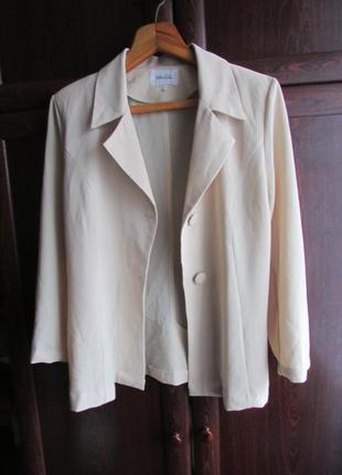 Легкий нарядный пиджак 46-48 размера
