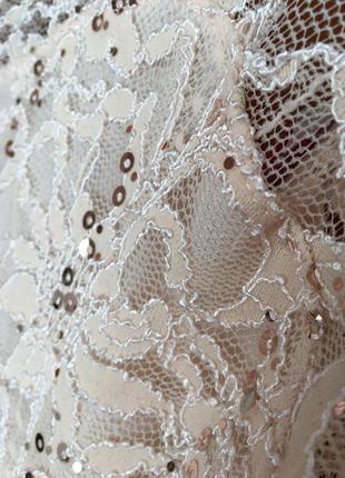 Платье в паетку пудровое