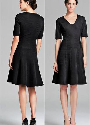 Брендовое черное платье а-силуэт  из фактурной ткани на 46-48 р