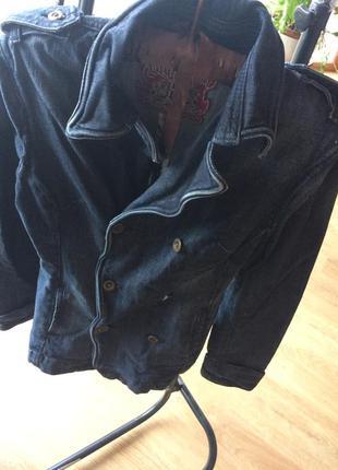 Стильний джинсовий піджак.