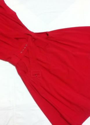 Яркое эффектное платье