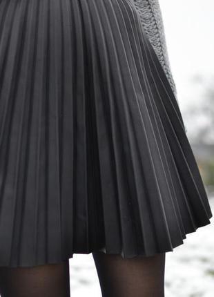 Плиссированная юбка из эко-кожи