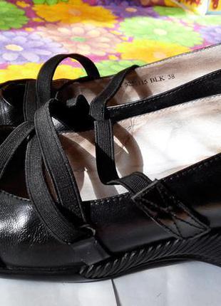 Кожаные туфли chester на танкетке, без каблука, р. 38-39. удобные, продуманные