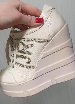 Эффектные ботиночки на платформе ( копия john richmond)