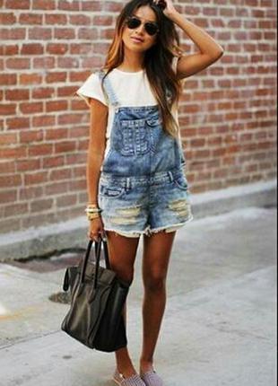 Трендовый джинсовый комбинезон-шорты, с дырками, love label в стиле gap,bershka, бойфренд