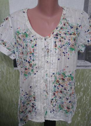 Блузка с мережкой и цветочным принтом