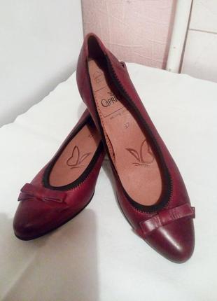 Кожаные туфли,темно-вишневого цвета.,,caprice,,.германия размер 37
