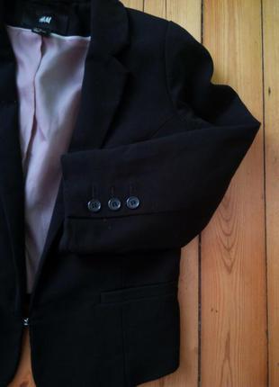 H&m стильный черный укороченый пиджак базовый нарядный мода жакет класический