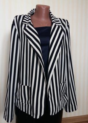 Стильный пиджак в полоску
