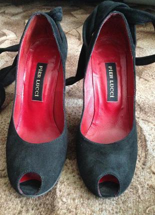 Универсальные туфли с открытым носочком от pier lucci
