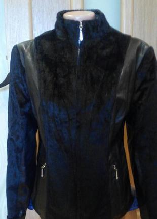 Красивая куртка с меховыми вставками