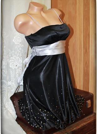 Замечательное платье-колокольчик,на тонких бретелях,р.s-m