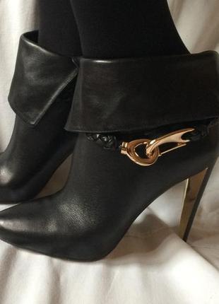 Демисезонные кожаные ботинки на каблуке basconi 38 размера