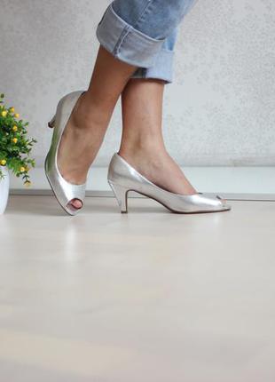 Серебристые туфли под змеиную кожу, с открытым носком, бренд dorothy perkins