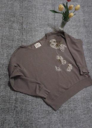 Стильный бежево-серый свит шот с вышивкой паетками размер 14.смотрите замеры.