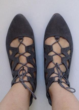 Стильные замшевые серые балетки на шнуровке graceland тренд с острым носом 24 см