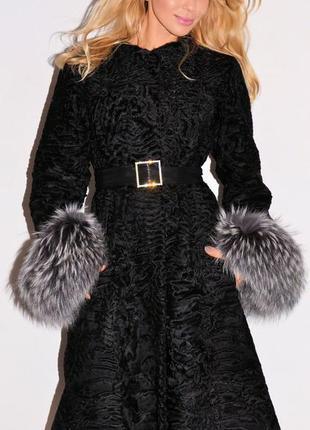 Пальто с мехом шуба каракульча swakara  с шикарными манжетами финская  чернобурка италия