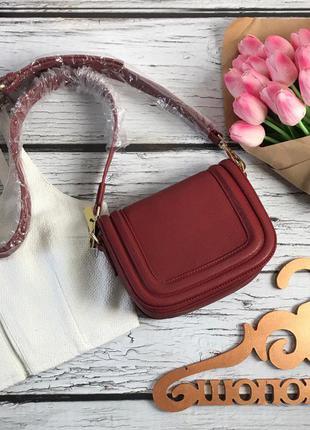 Практичная и стильная сумочка кросс-боди в универсальном терракотовом оттенке    mark