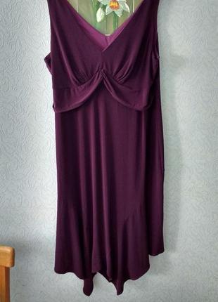 Красивое платье цвета спелой сливы