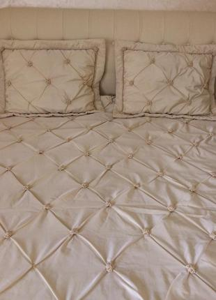 Шикарное,королевское австрийское покрывало с подушками(б/у)евро размер