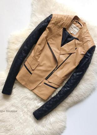 Красивая куртка о стеганными рукавами