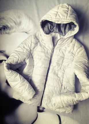Легкая куртка серая с капюшоном