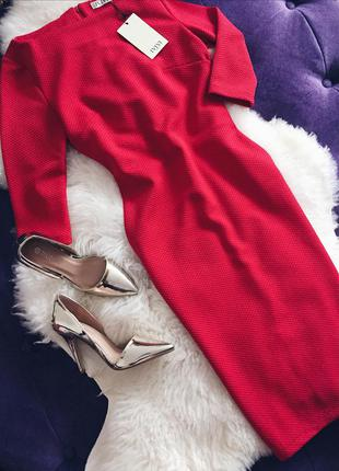 Стильное платье футляр ярко красного цвета отличного качества