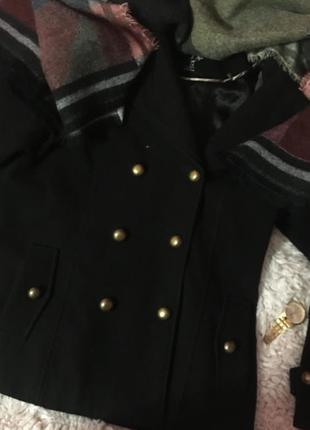 Пальто стильное как бойфренд, на пуговицах золотых,