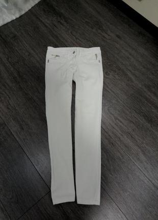Белые актуальные  укороченные прямые джинсы