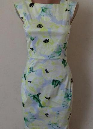 Очень красивое нежное платье по фигуре с принтом